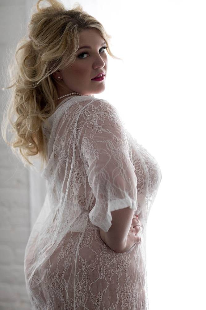 curvy-plus-size-boudoir-photos-10