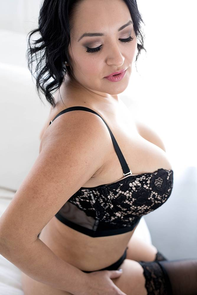 curvy-plus-size-boudoir-photos-07