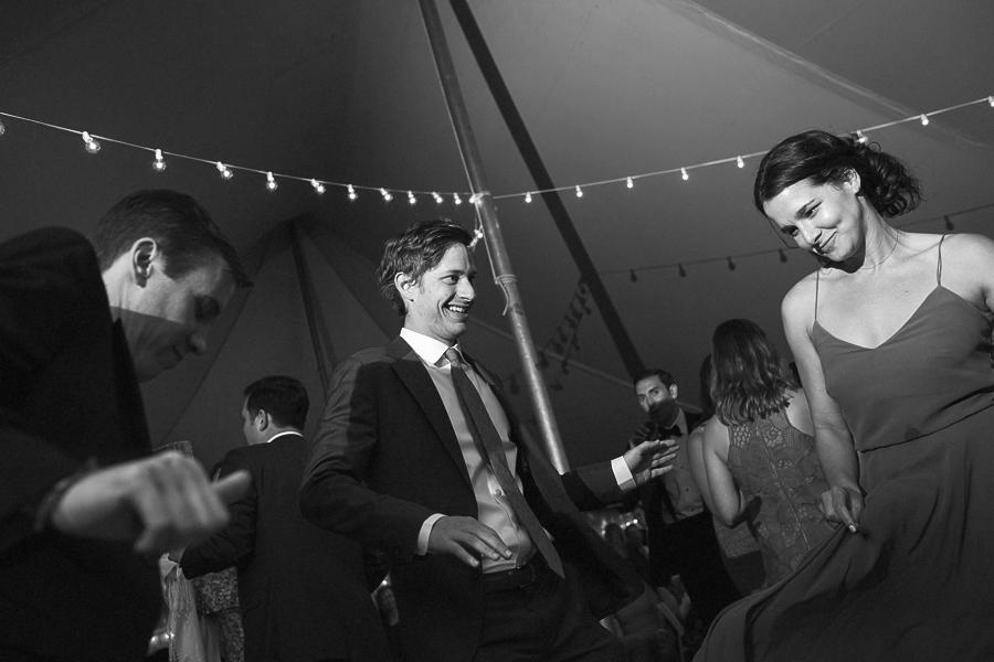 backyard-weddings-_0066bw